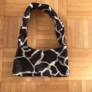 Fuzzy Giraffe Patterned shoulder bag